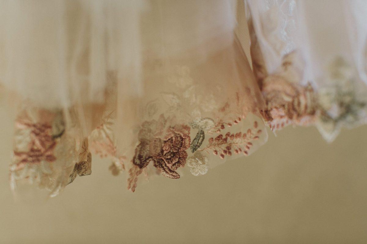 Romantic modern wedding flowers insipried by hand made weding dress fabric